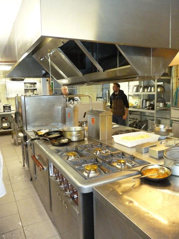 Bien ventiler une cuisine gr ce une hotte professionnelle - Calcul debit hotte cuisine ouverte ...